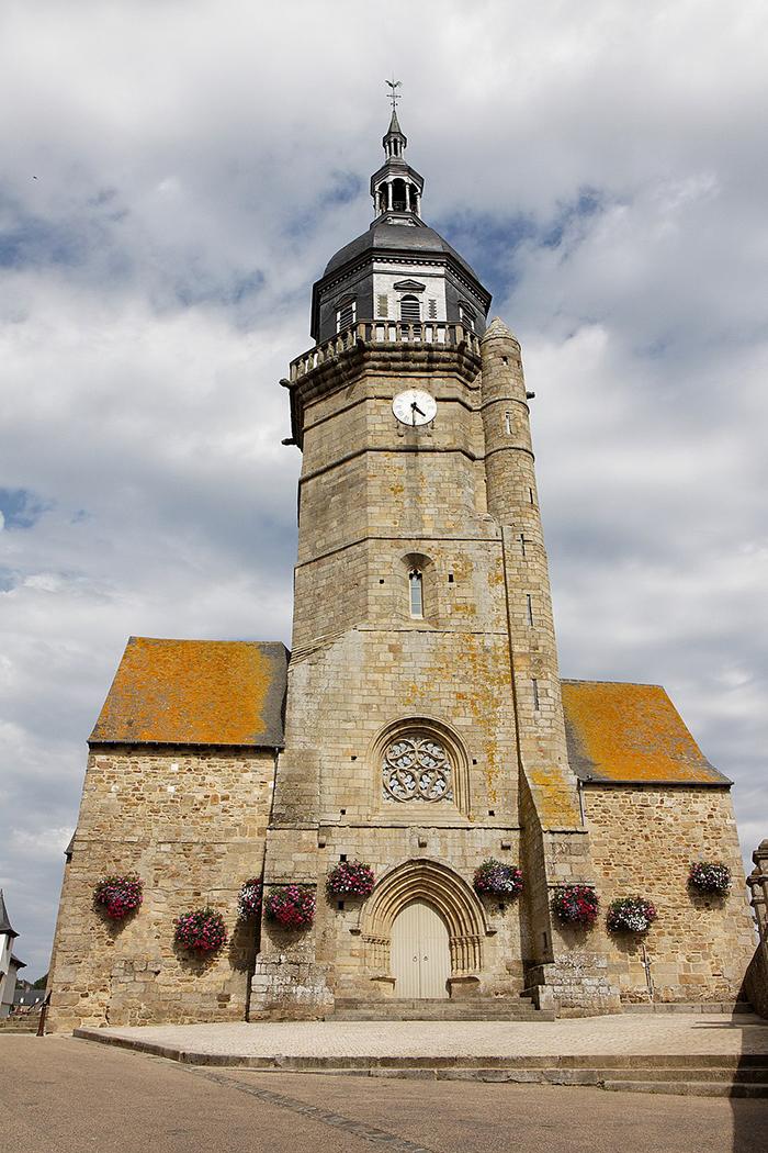 970px-Lamballe_-_Eglise_Saint-Jean_-_001.jpg