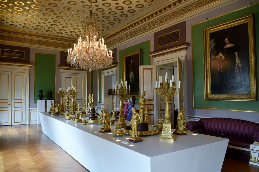 1280px-Amalienborg_Palace_18th_century_decorative_motif_2_35594579603.jpg