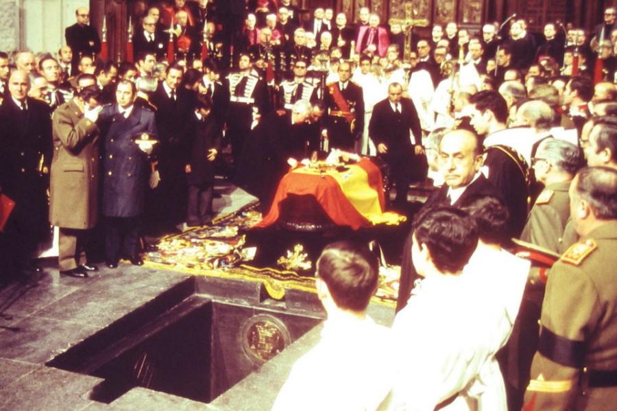entierro-de-franco-en-el-valle_54064507265_960_639.jpg