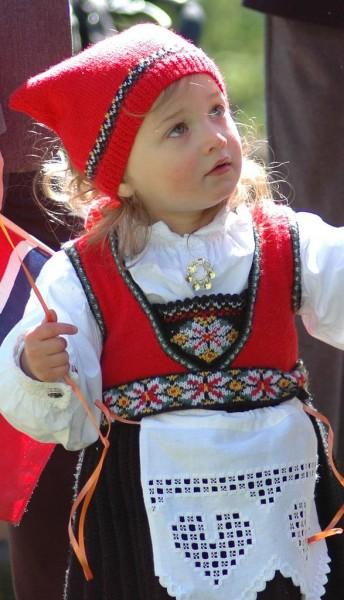 eb056a0cc5dc8154d1398a2b0b306cbd--girl-costumes-folk-costume.jpg