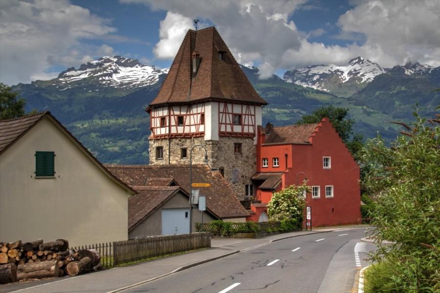 Liechtenstein_20160607_Liechtenstein_Vaduz_Rotes_Haus_0003_2431_eyJpZCI6Ijc1NTEiLCJ3IjoiMTAyNCJ9_preview.jpg