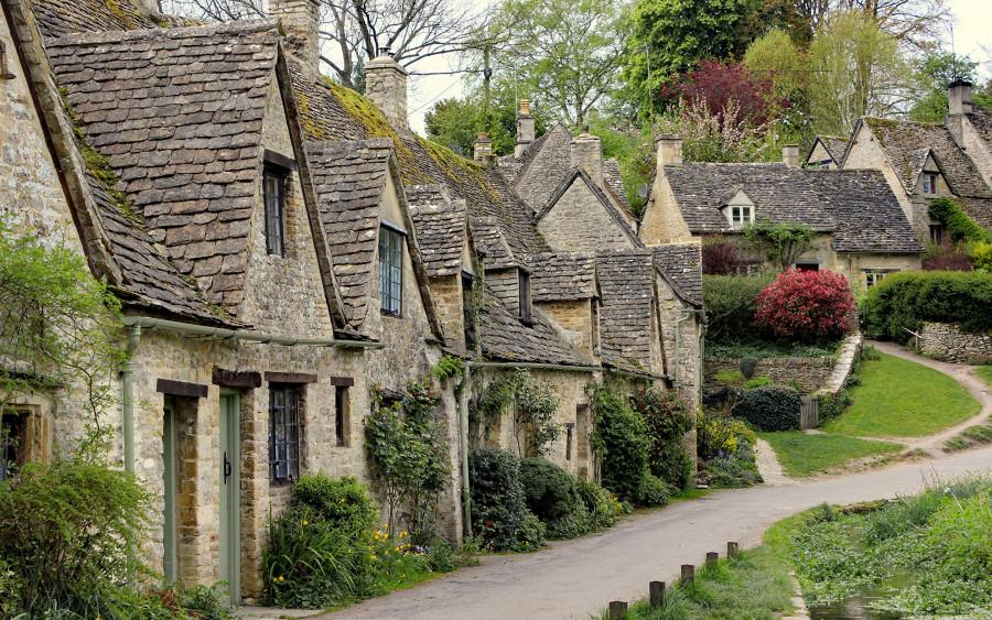 England_Houses_Bibury_Street_Shrubs_542264_2880x1800.jpg