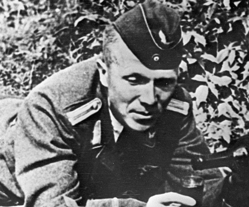 Sovetskiy-partizan-razvedchik-Nikolay-Kuznecov-v-forme-nemeckogo-oficera.jpg